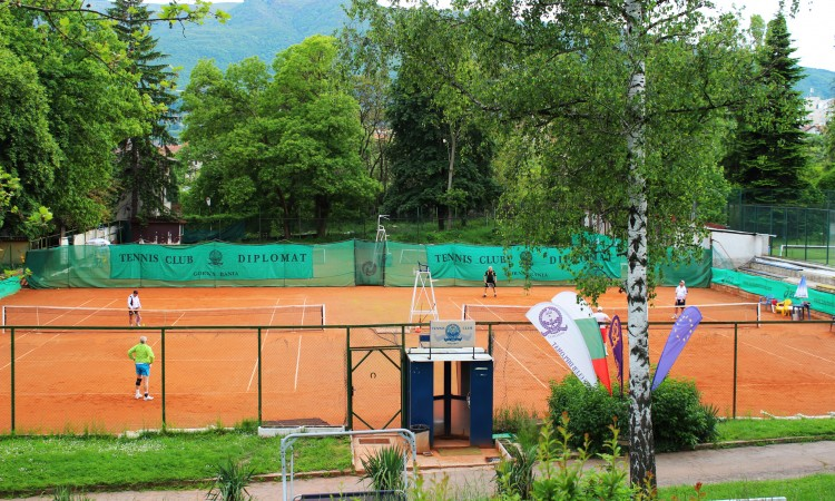 Тенис корт в Дипломатическия клуб