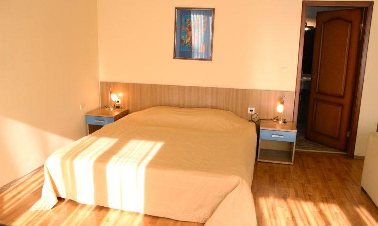 Спалня в стандартна стая на Глория Палас