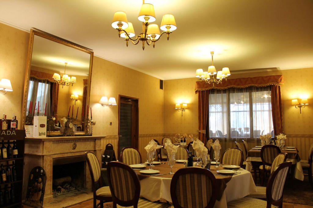 Салон в Ресторант Максим